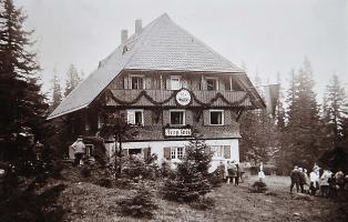 Einweihungsfeier des Naturfreundehauses Feldberg im Jahr 1926