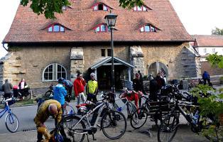 Radgruppe Stuttgart vor der Jugendherberge in Rothenburg