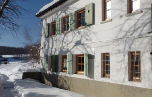 Naturfreundehaus Römerstein Außenansicht im Winter