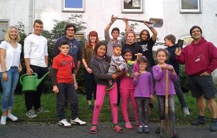 Pflanzaktion der Naturfreundejugend NRW mit Flüchtlingskindern
