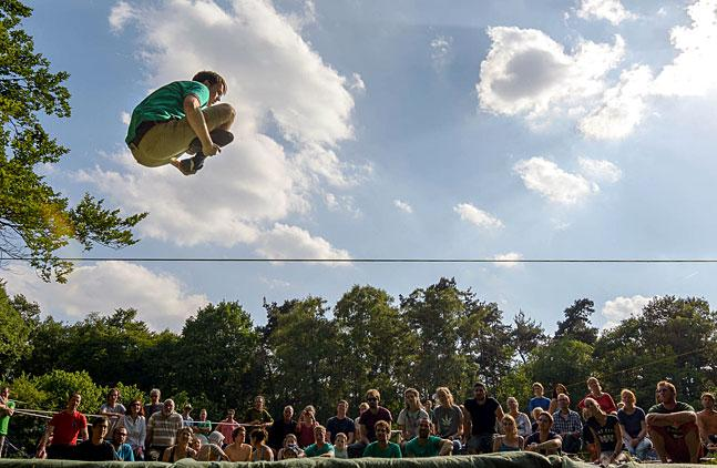Tricklinecontest beim 2. Slacklinefestival der Naturfreundejugend NRW